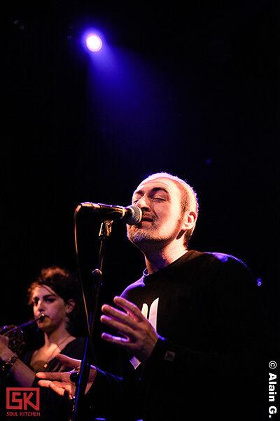 2010-04-13-a-singer-must-die