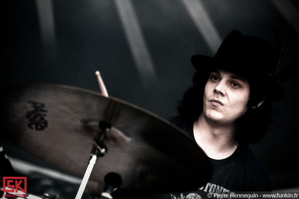 2010-07-02-the-dead-weather