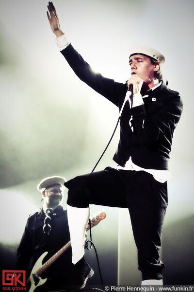 2010-07-03-the-hives