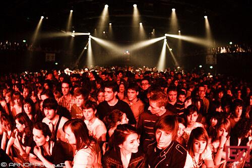 2010_03_24_twodoorcinemaclub