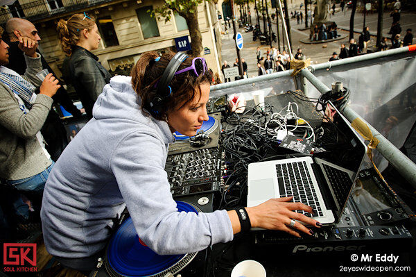 2010_09_25_technoparade_dj