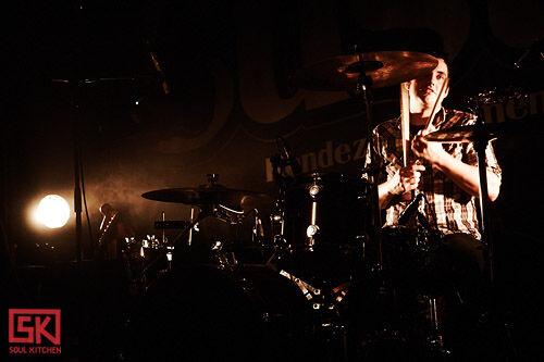 2009_11_24_cymbals_eat_guitars