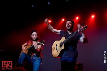 rodrigo-gabriela-casino-paris-soul-kitchen1