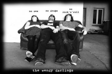 clip : The Wendy Darlings – Enormous Pop