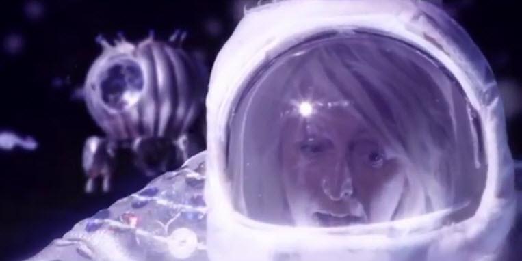 clip : Watine – Connected Queen