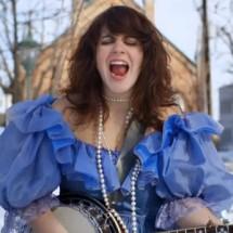 Vidéo : Lisa LeBlanc –  Aujourd'hui, ma vie c'est d'la marde