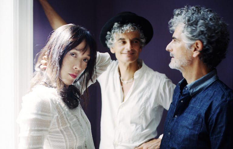 Blonde_Redhead_byJulienBourgeois