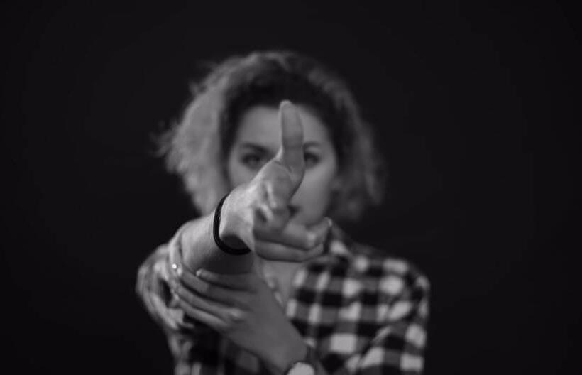 [MDM] Vidéo : Decibelles – Qu'est-ce t'as
