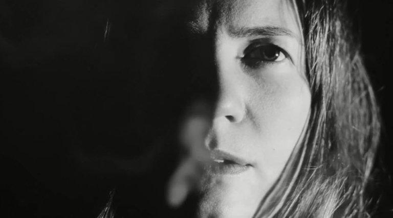 Isabel Sörling - Flee